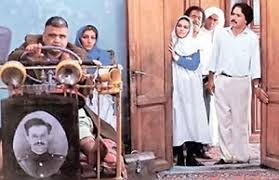 """اکبرعبدی در فیلم """"مادر"""": خانواده با تعجب به مرد جوان دارای معلولیت ذهنی نگاه می کنند"""
