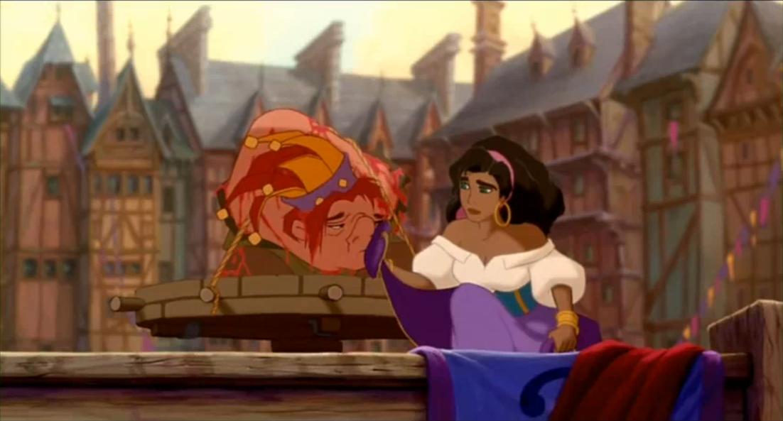 گوژپشت نتردام در میدان شهر به بند کشیده شده و زنی با دامن خود صورتش را پاک می کند