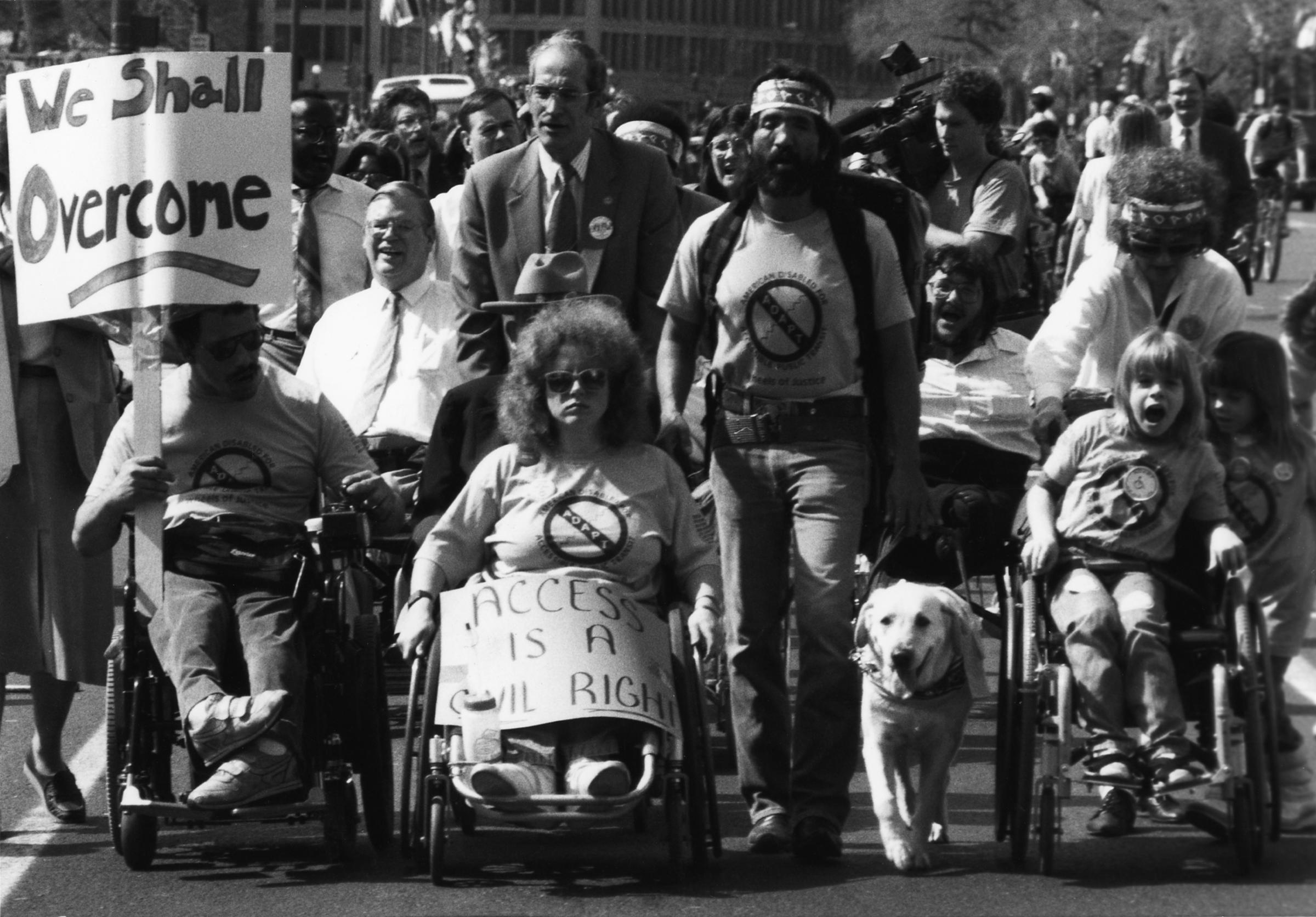 اعتراضات افراد دارای معلولیت به بی عدالتی جامعه در مورد معلولان